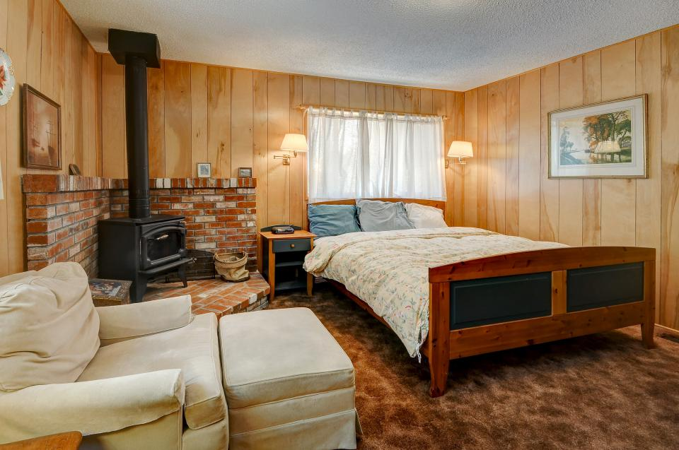 Rustic Pine Manor - Idyllwild Vacation Rental - Photo 21