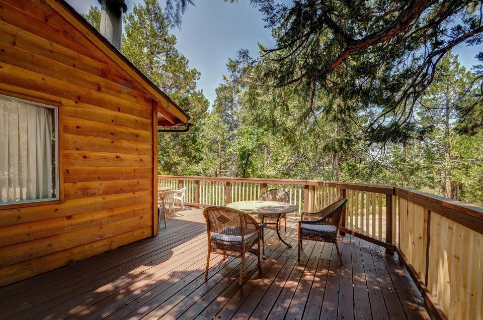 Rustic Pine Manor - Idyllwild Vacation Rental - Photo 27
