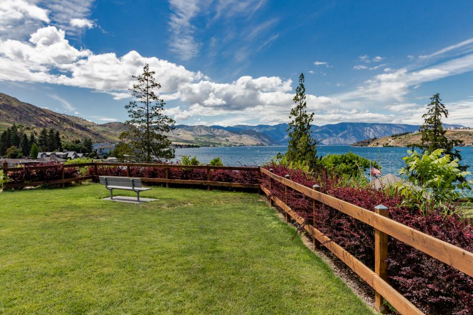 Lake Chelan Shores: Rowboat Serenity (#17-9) - Chelan Vacation Rental