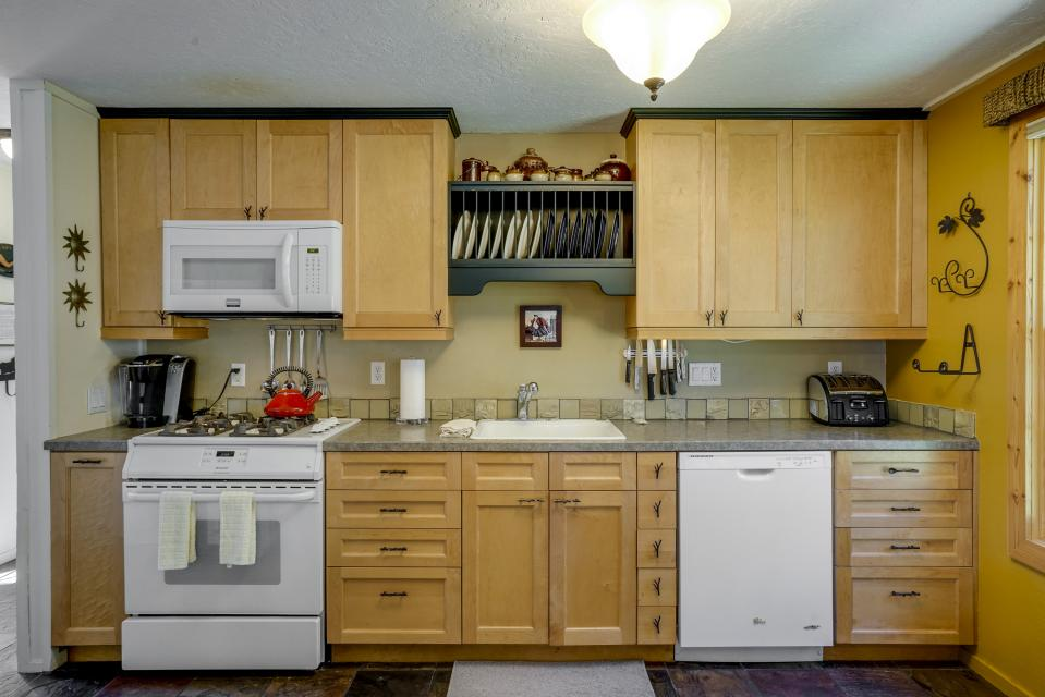 1 Pine Mountain - Sunriver Vacation Rental - Photo 6