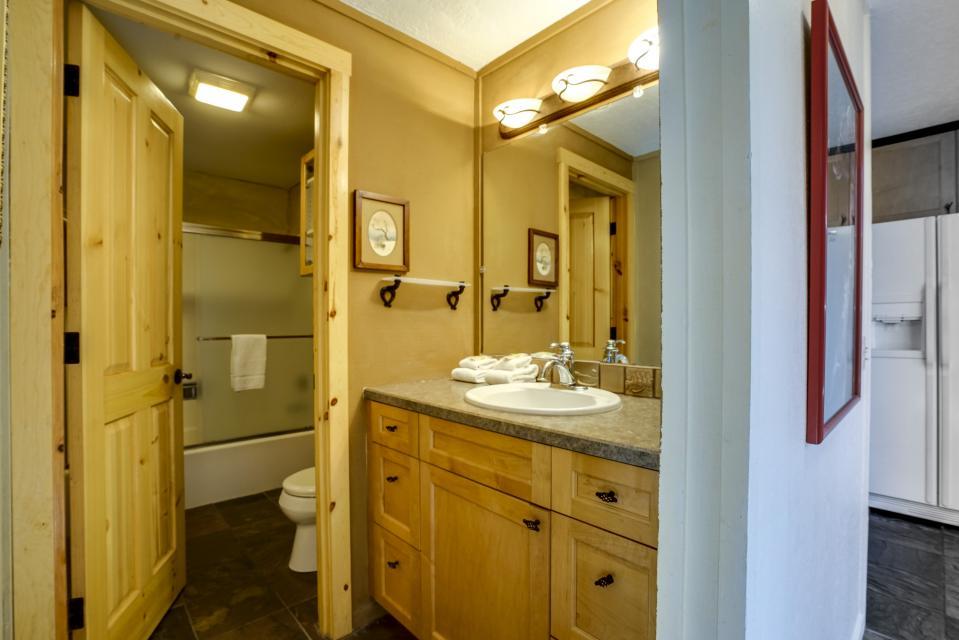 1 Pine Mountain - Sunriver Vacation Rental - Photo 12