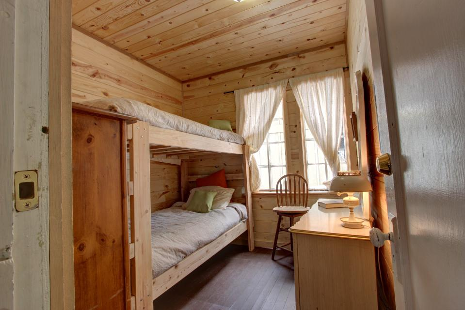 Flying Stag: Main Lodge - Government Camp Vacation Rental - Photo 12