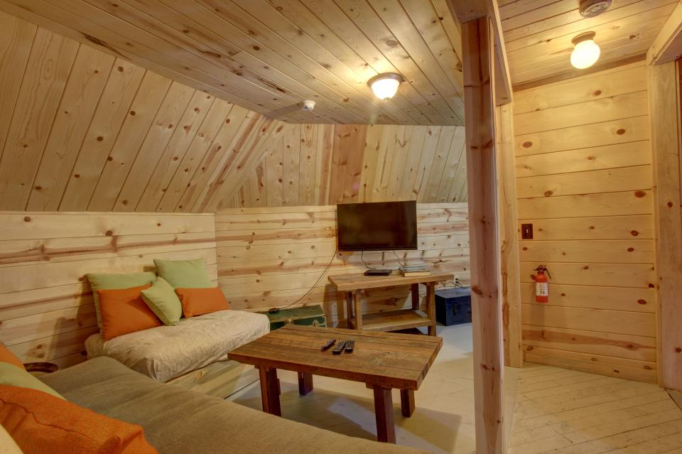 Flying Stag: Main Lodge - Government Camp Vacation Rental - Photo 18