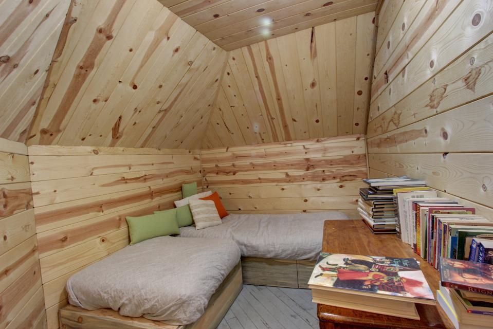 Flying Stag: Main Lodge - Government Camp Vacation Rental - Photo 20