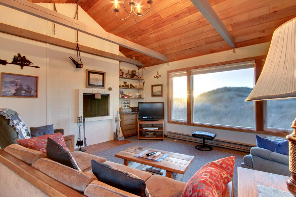 the nautical house | 3 bd vacation rental in waldport, or | vacasa