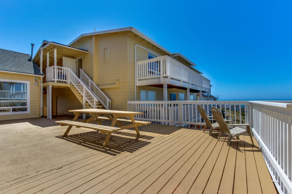 The Whale (Main & Lower) - Lincoln City Vacation Rental - Photo 29