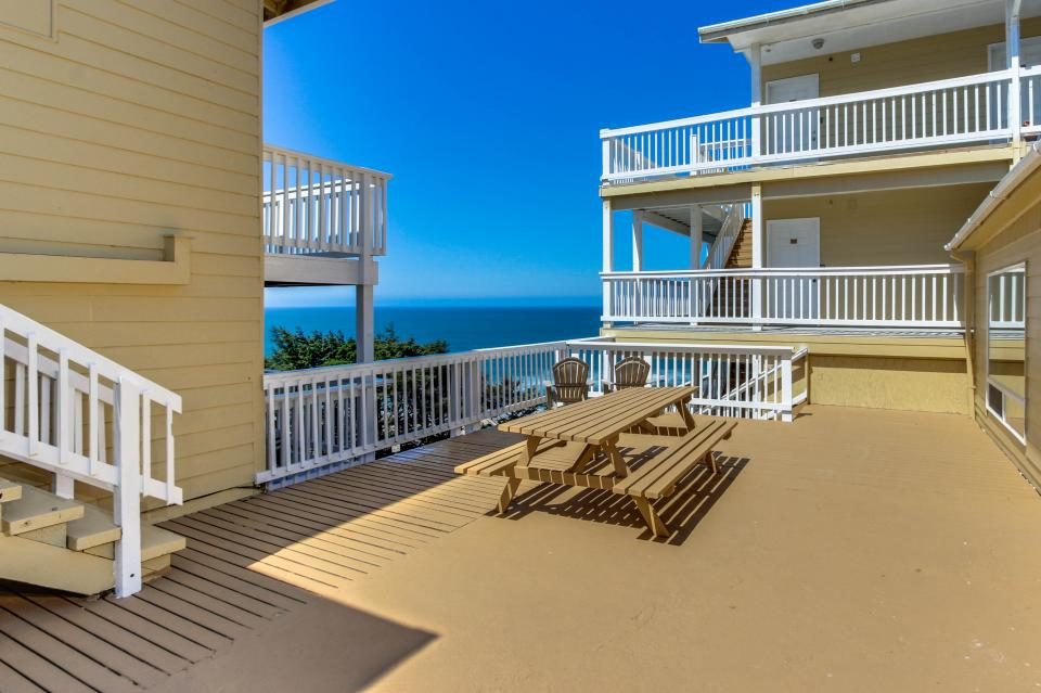The Whale (Lower) - Lincoln City Vacation Rental - Photo 16