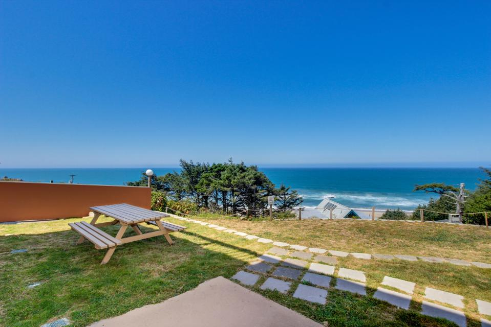 The Whale (Lower) - Lincoln City Vacation Rental - Photo 19