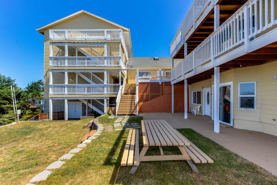 The Whale (Lower) - Lincoln City Vacation Rental - Photo 20