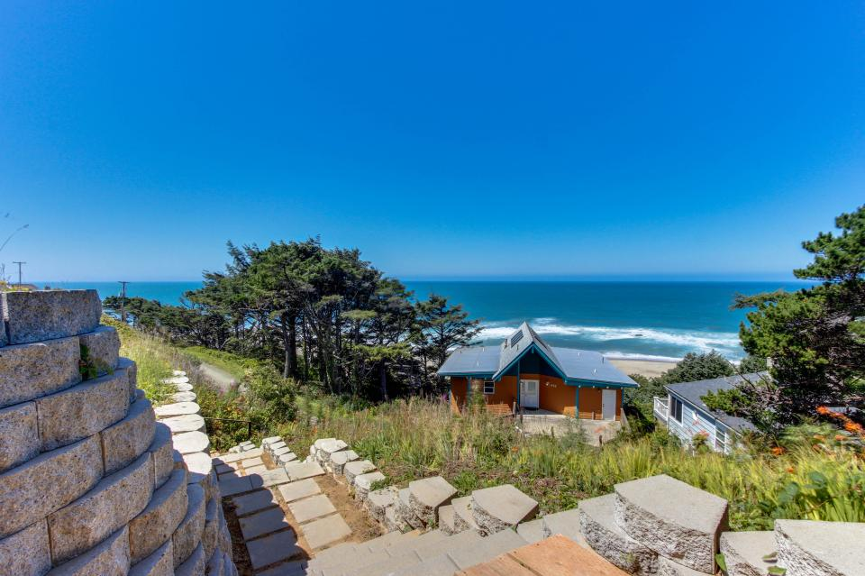 The Whale (Lower) - Lincoln City Vacation Rental - Photo 23