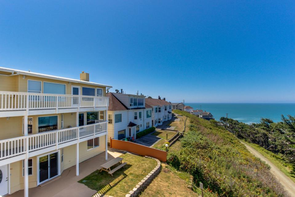 The Whale (Lower) - Lincoln City Vacation Rental - Photo 18