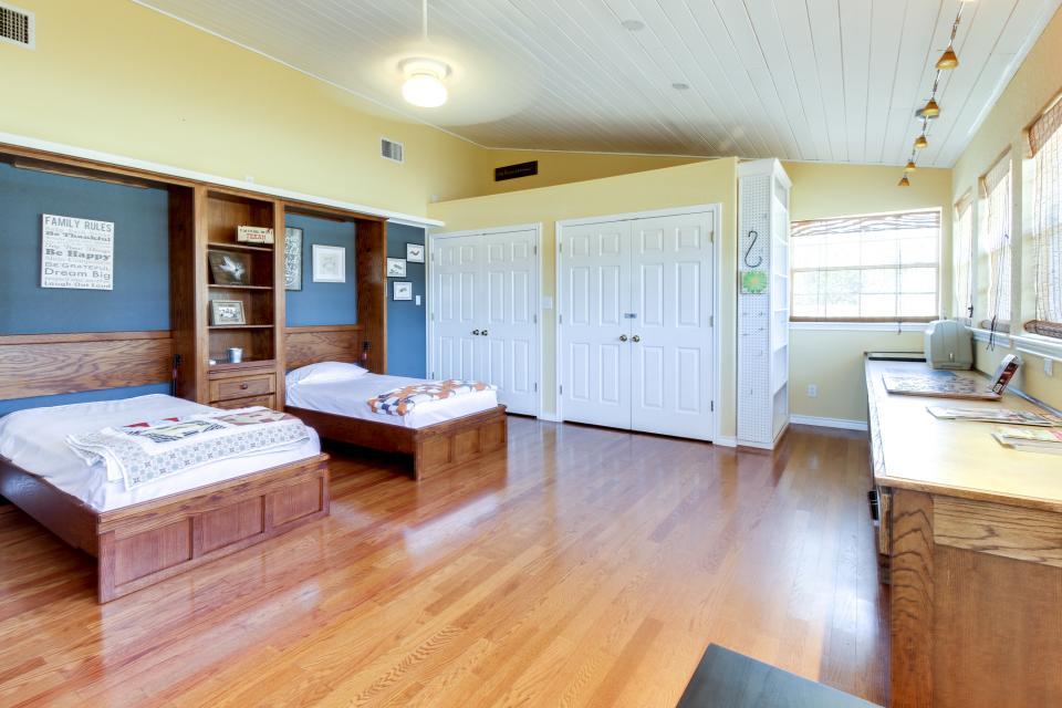 Legacy Hideaway - Harper Vacation Rental - Photo 18