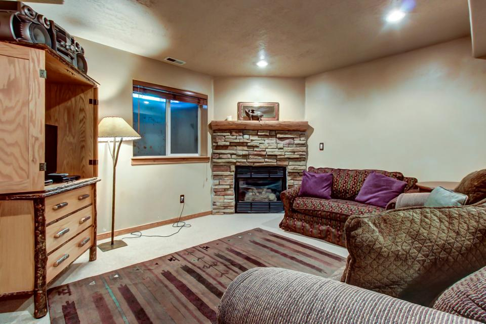 Bobsled Townhome with Private Hot Tub - Park City Vacation Rental - Photo 18