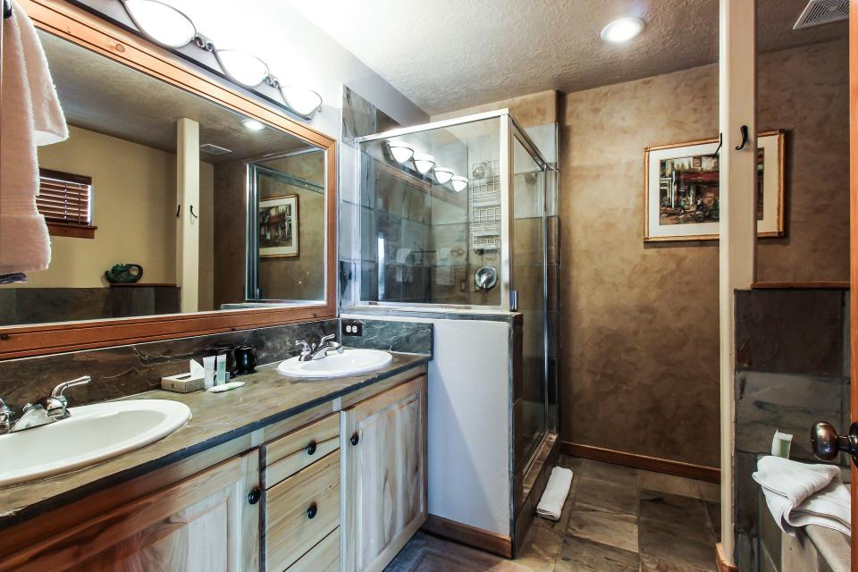 Bobsled Townhome with Private Hot Tub - Park City Vacation Rental - Photo 17