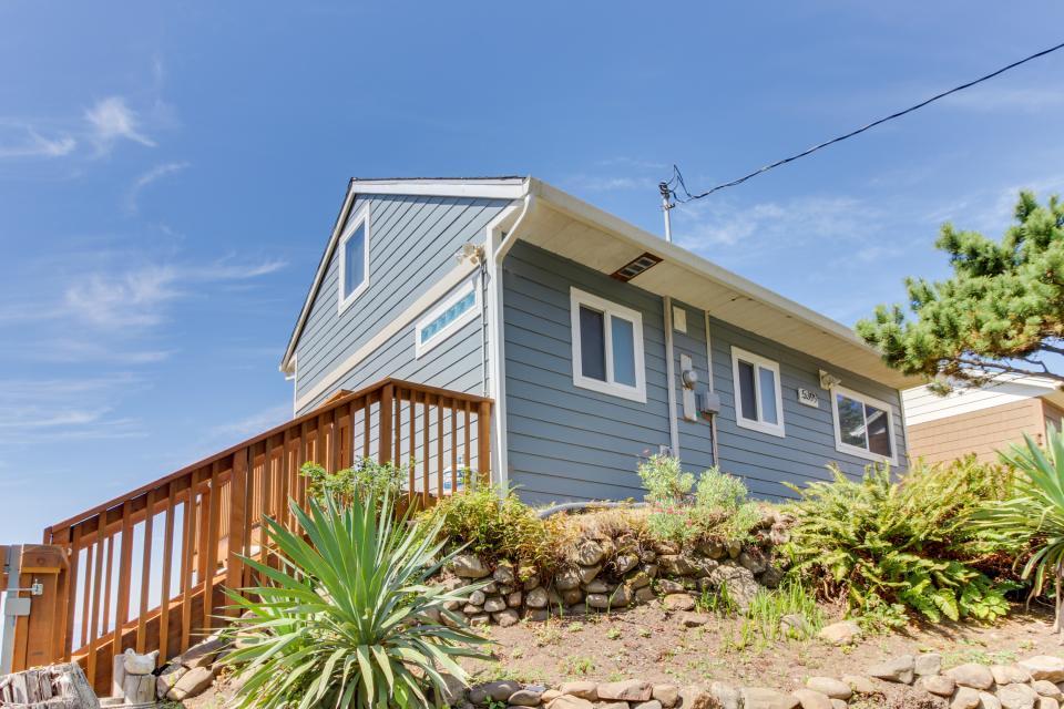Blue Sea Oceanfront Cottage - Oceanside Vacation Rental - Photo 31
