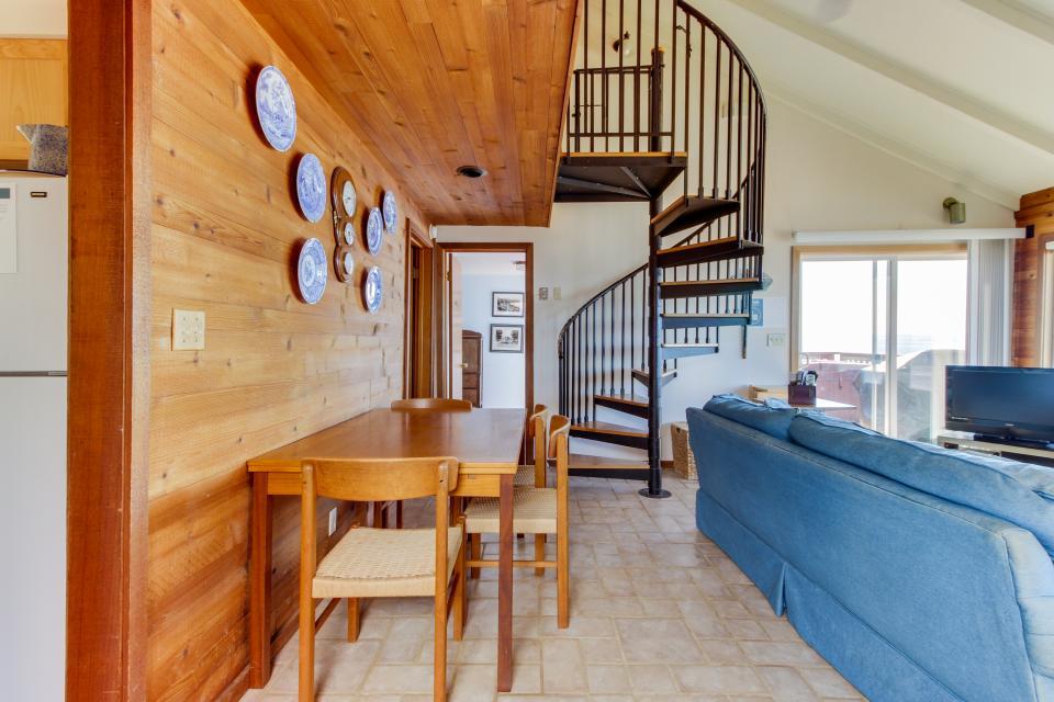 Blue Sea Oceanfront Cottage - Oceanside Vacation Rental - Photo 23