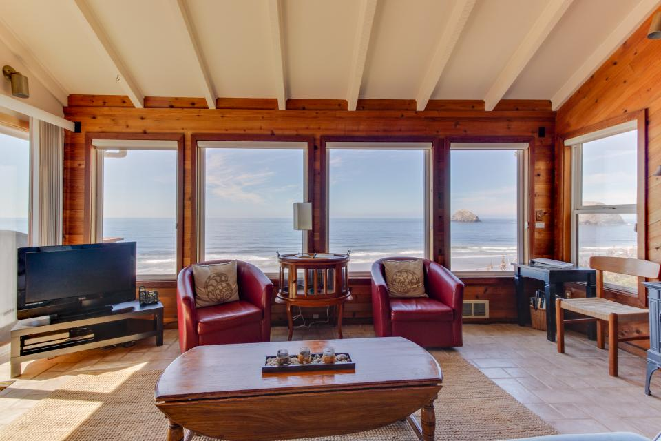Blue Sea Oceanfront Cottage - Oceanside - Take a Virtual Tour