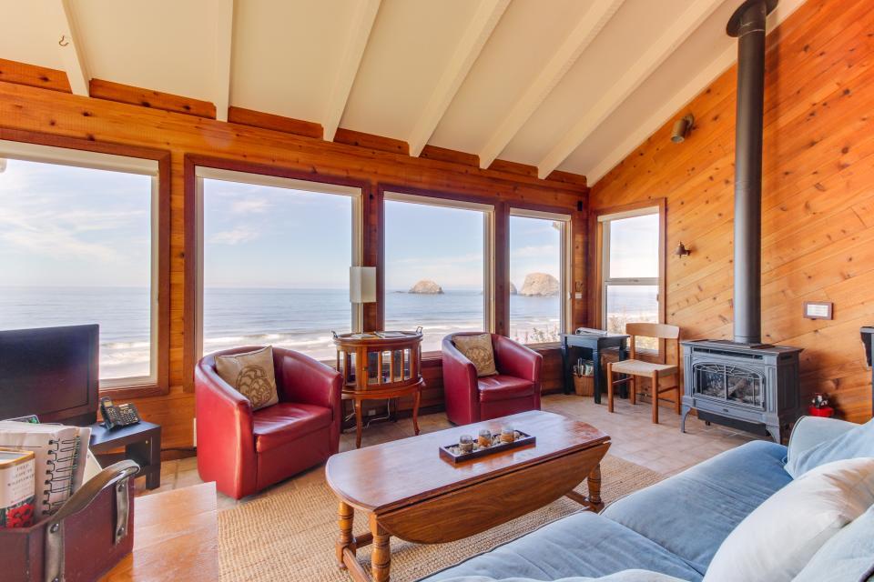 Blue Sea Oceanfront Cottage - Oceanside Vacation Rental - Photo 3