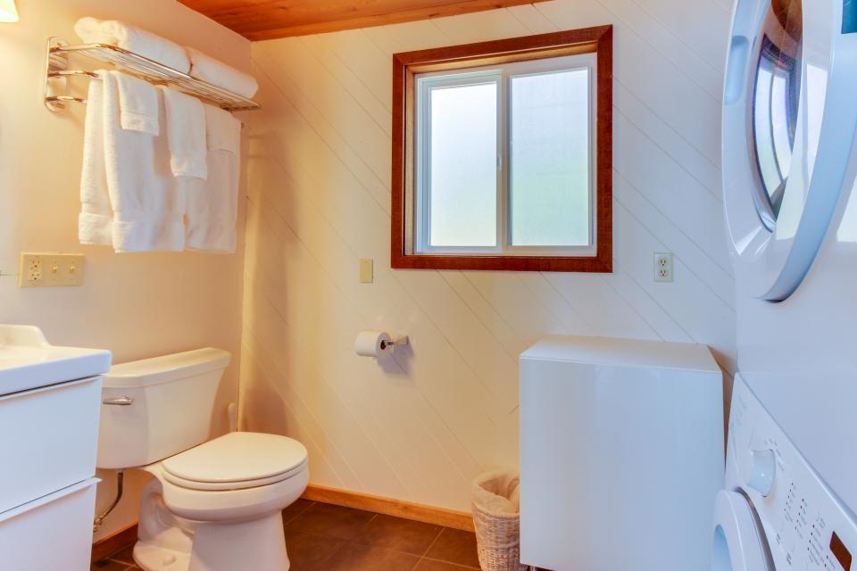 Blue Sea Oceanfront Cottage - Oceanside Vacation Rental - Photo 25