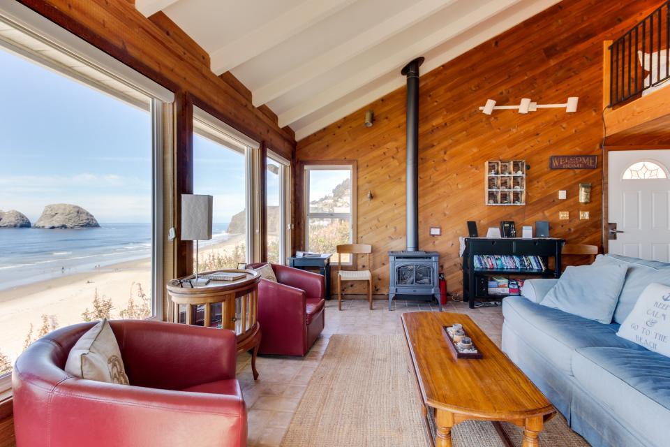 Blue Sea Oceanfront Cottage - Oceanside Vacation Rental - Photo 6