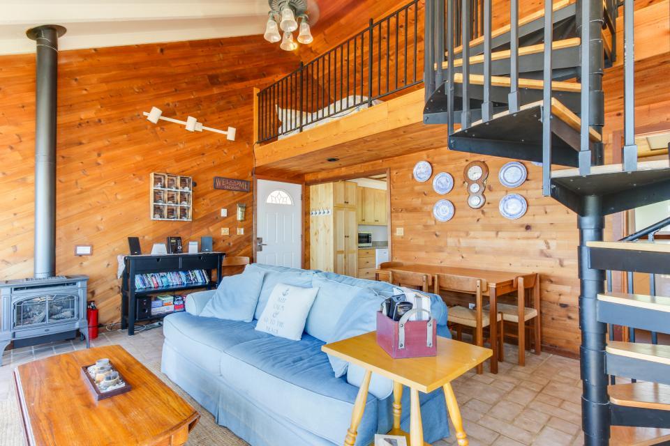 Blue Sea Oceanfront Cottage - Oceanside Vacation Rental - Photo 17