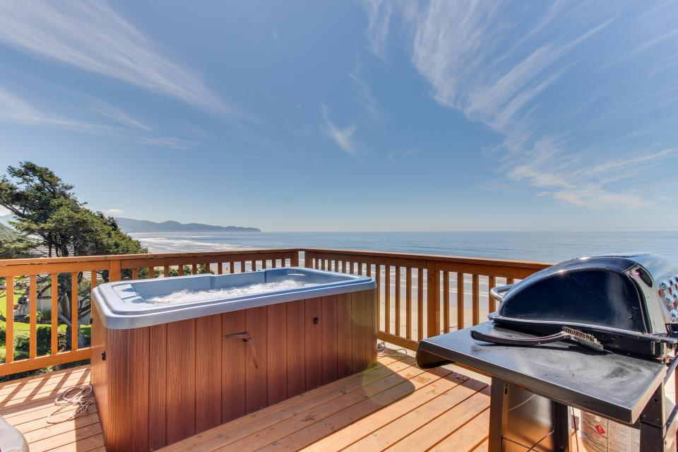 Blue Sea Oceanfront Cottage - Oceanside Vacation Rental - Photo 2