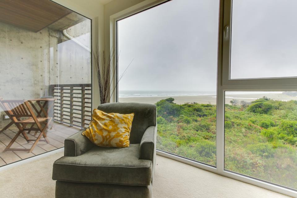 The Bridgehampton #207 - Rockaway Beach Vacation Rental - Photo 1