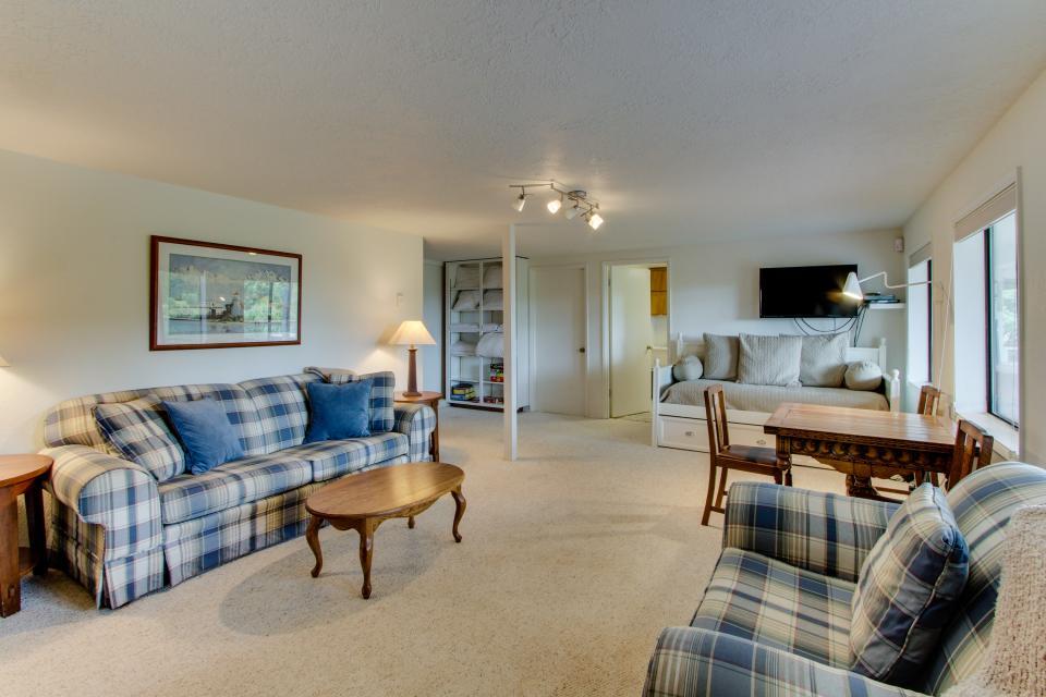 Hidden Luxury Beachfront Estate - Yachats Vacation Rental - Photo 24