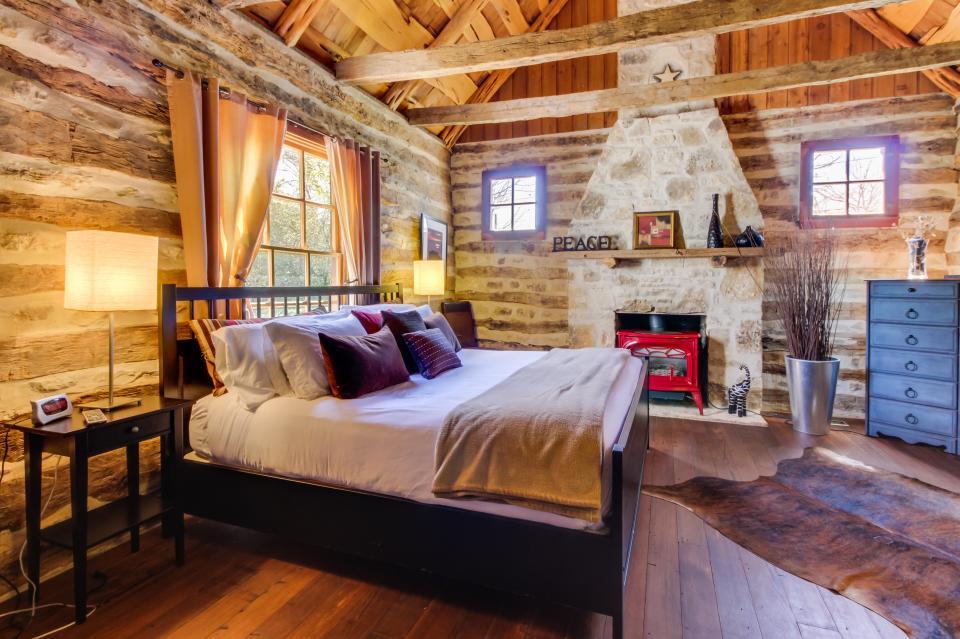 Katrina S Cabin 2 Bd Vacation Rental In Fredericksburg