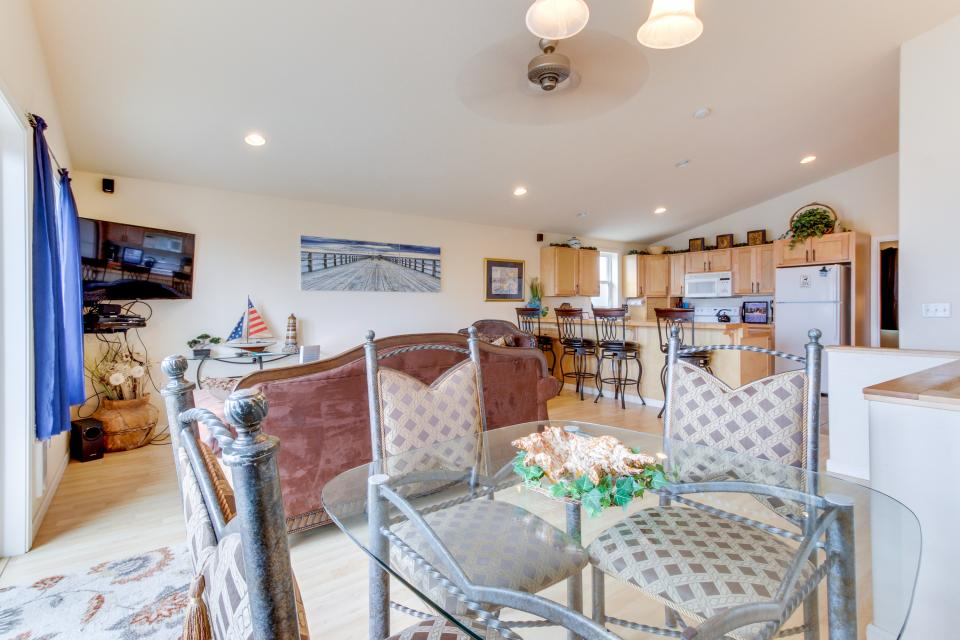 Pacific Ave, Park Place & Boardwalk - Rockaway Beach Vacation Rental - Photo 1