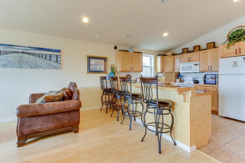 Pacific Ave, Park Place & Boardwalk - Rockaway Beach Vacation Rental - Photo 2