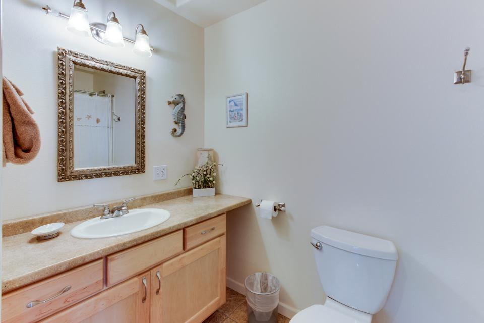Pacific Ave, Park Place & Boardwalk - Rockaway Beach Vacation Rental - Photo 36