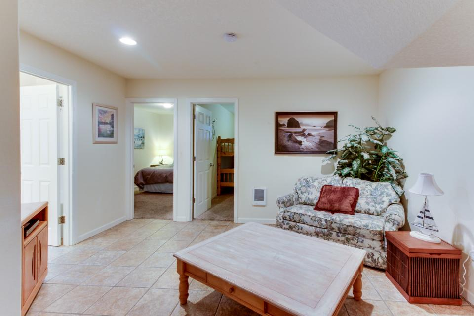 Pacific Ave, Park Place & Boardwalk - Rockaway Beach Vacation Rental - Photo 14