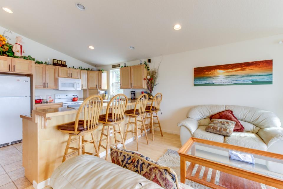 Pacific Ave, Park Place & Boardwalk - Rockaway Beach Vacation Rental - Photo 22