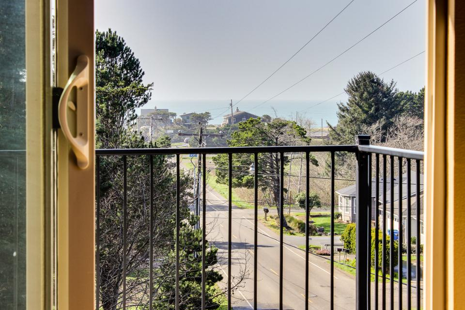 Helamans House - Lincoln City Vacation Rental - Photo 12