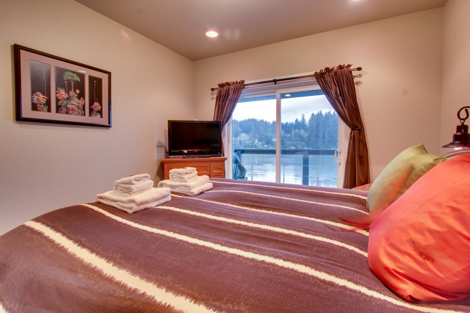 River Vista - Florence Vacation Rental - Photo 12