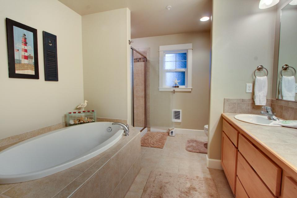 River Vista - Florence Vacation Rental - Photo 16