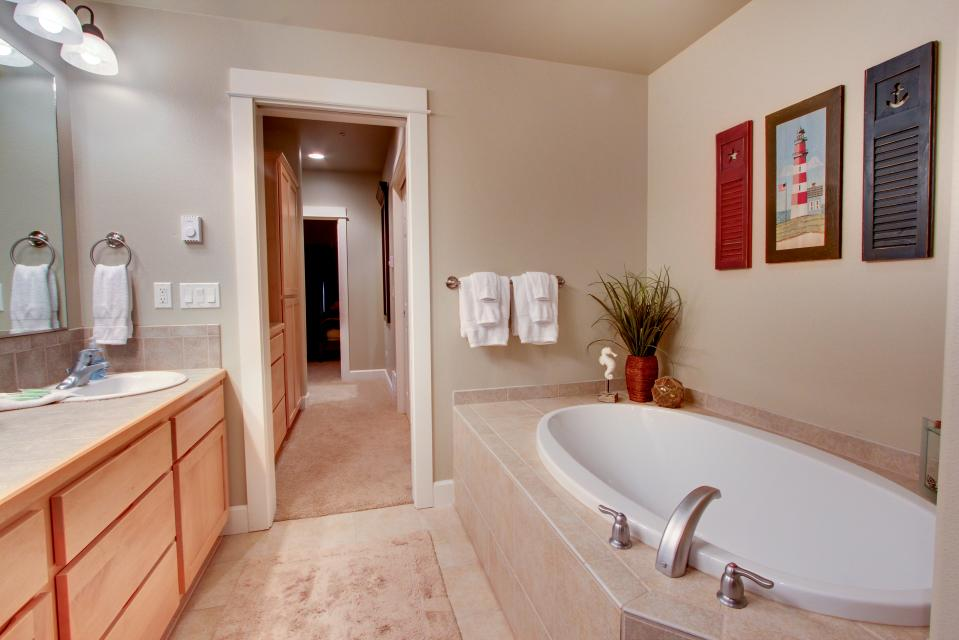 River Vista - Florence Vacation Rental - Photo 14