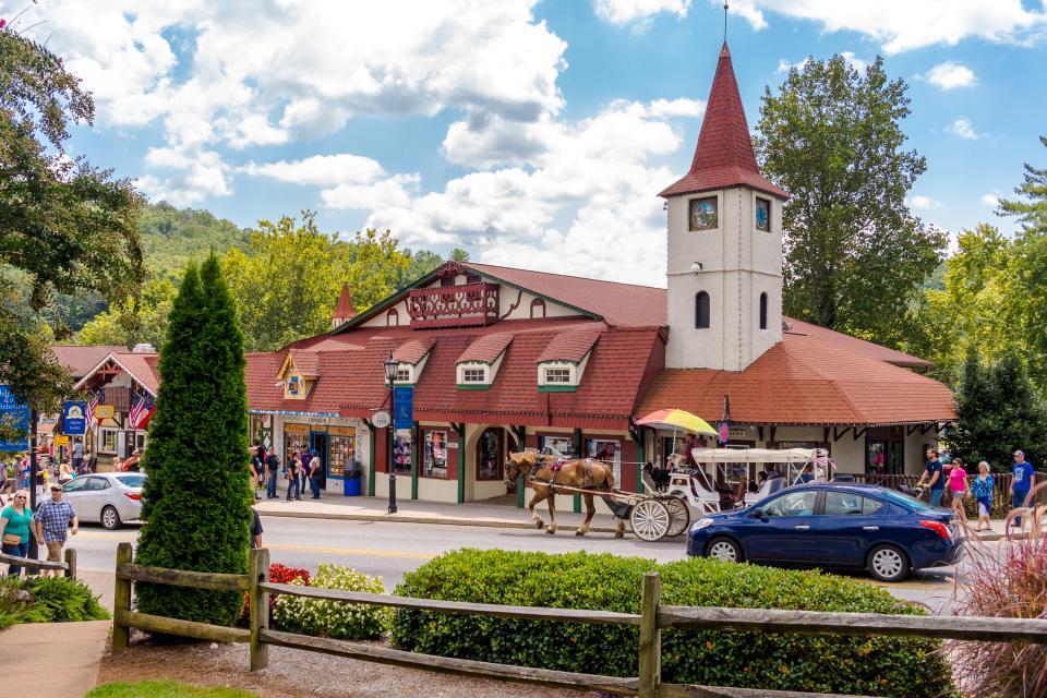 Timber Top Cabin 2 Bd Vacation Rental In Sautee Nacoochee Ga Vacasa