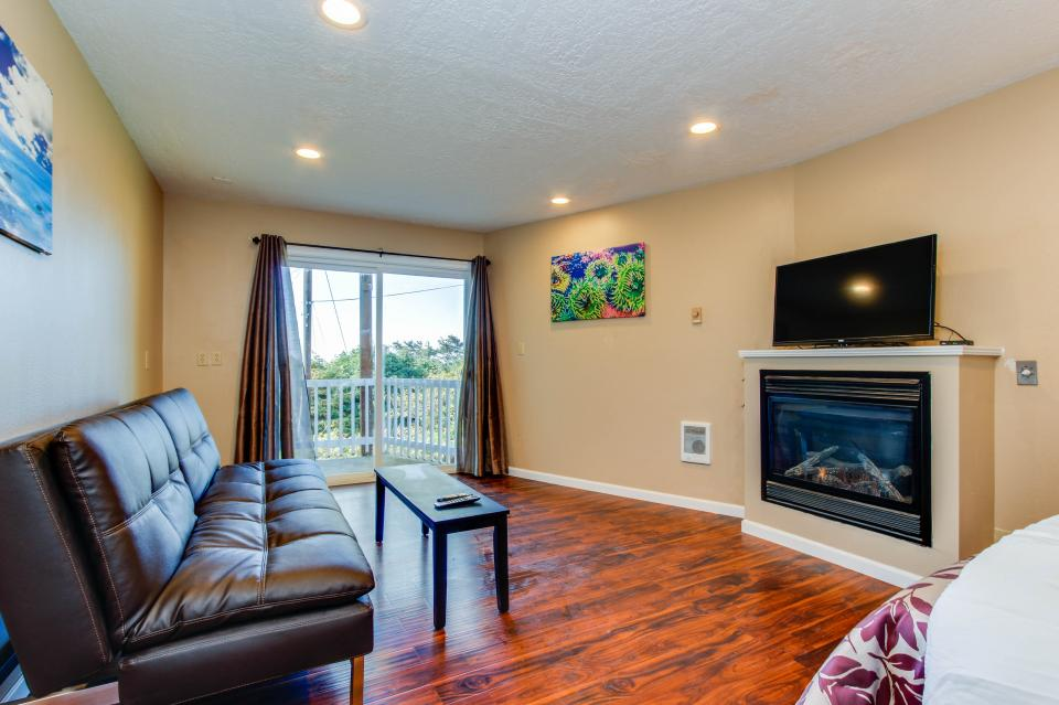 Salmon 1-D - Lincoln City Vacation Rental - Photo 1