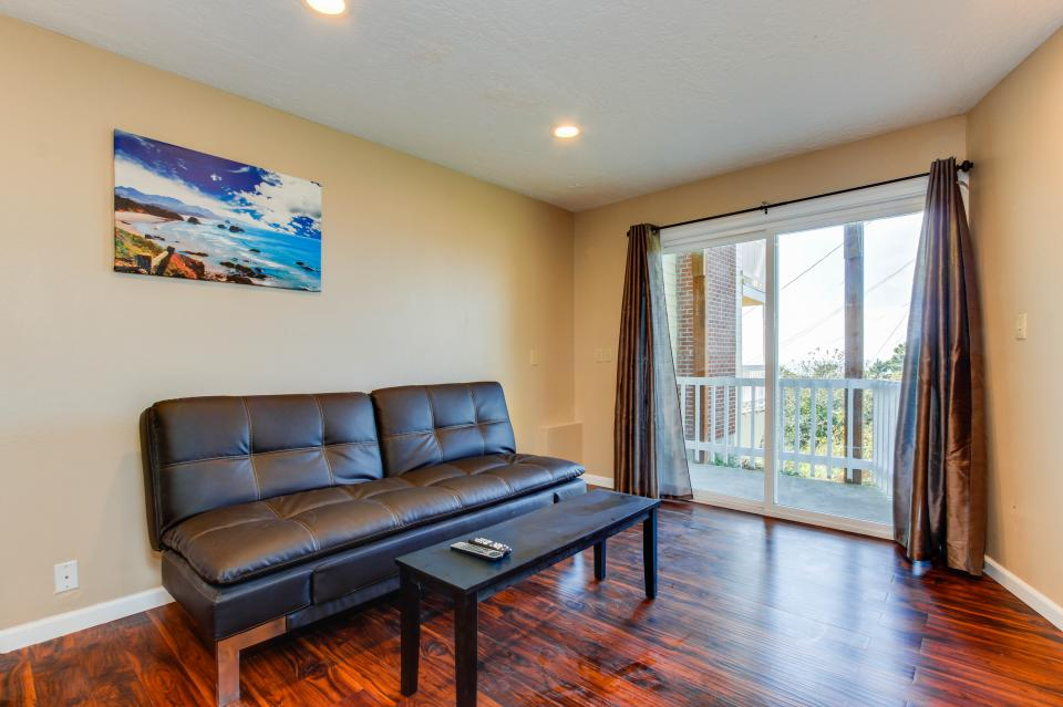 Salmon 1-D - Lincoln City Vacation Rental - Photo 2