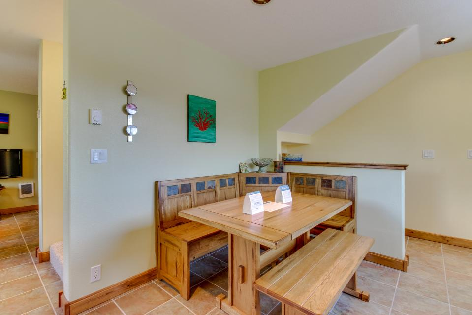 Coral Escape - Rockaway Beach Vacation Rental - Photo 10