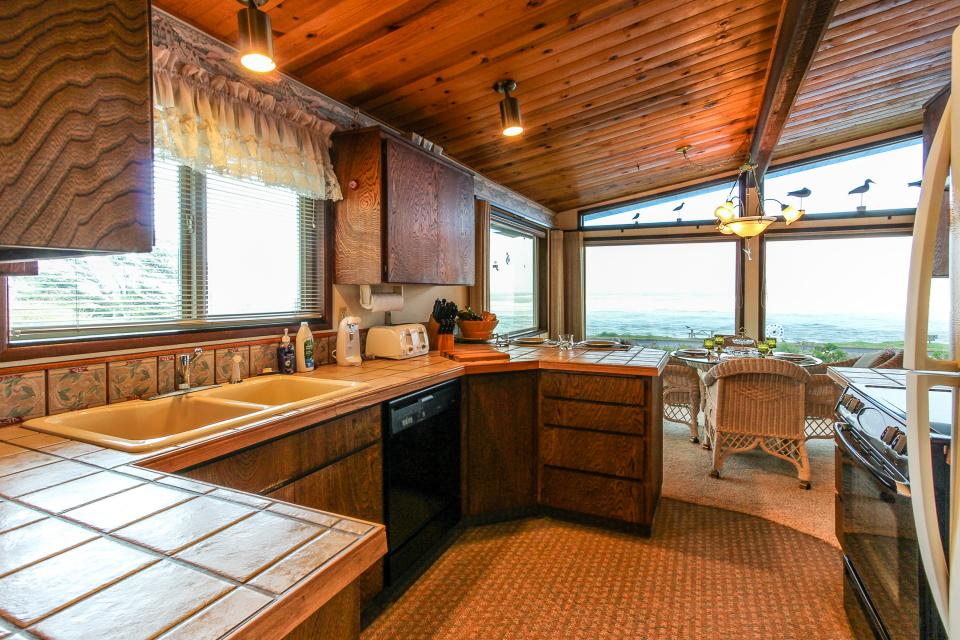 Patty's Sea Perch Oceanfront - Yachats Vacation Rental - Photo 13