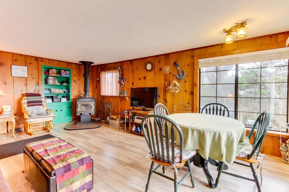 Buddy's Cottage - Rockaway Beach Vacation Rental - Photo 4