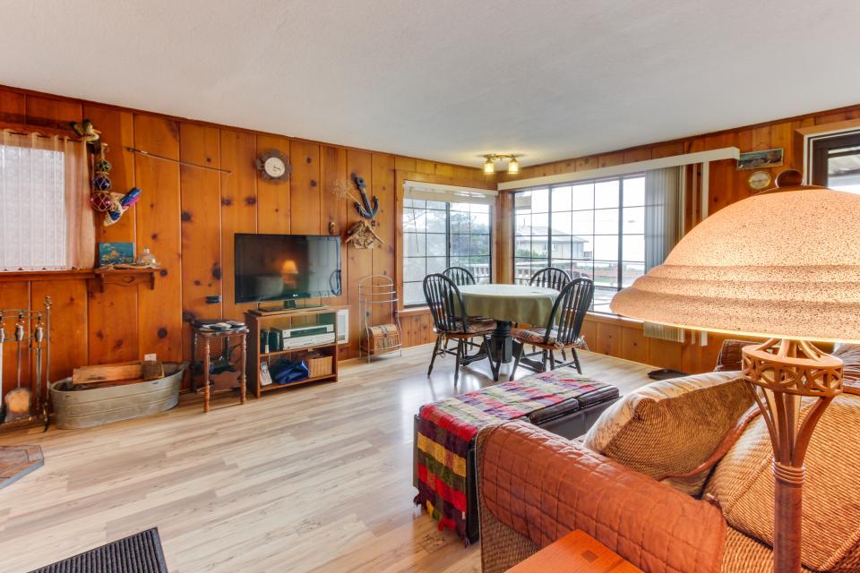 Buddy's Cottage - Rockaway Beach - Take a Virtual Tour