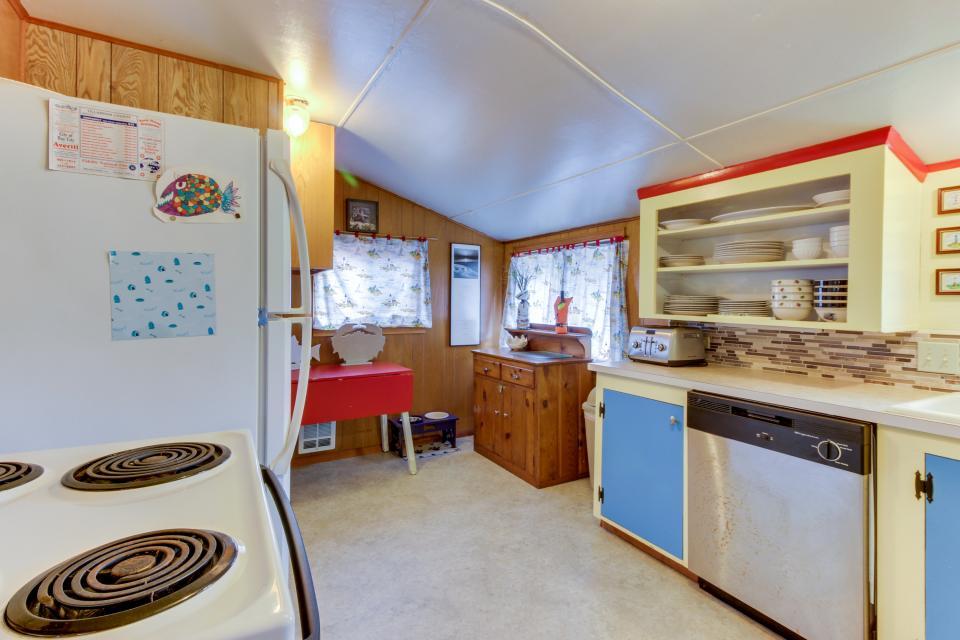 Buddy's Cottage - Rockaway Beach Vacation Rental - Photo 15