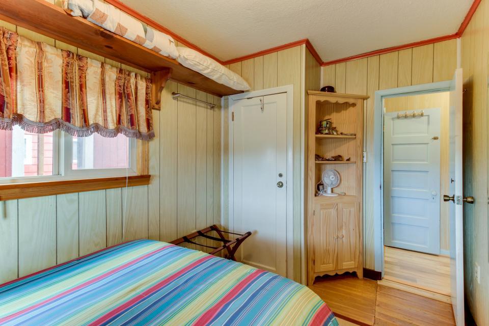 Buddy's Cottage - Rockaway Beach Vacation Rental - Photo 20