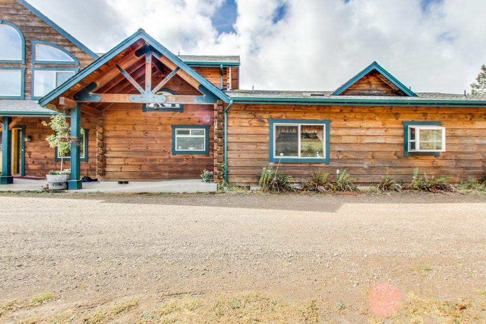 Mt emily ranch guest house 2 bd vacation rental in for Cabin rentals brookings oregon