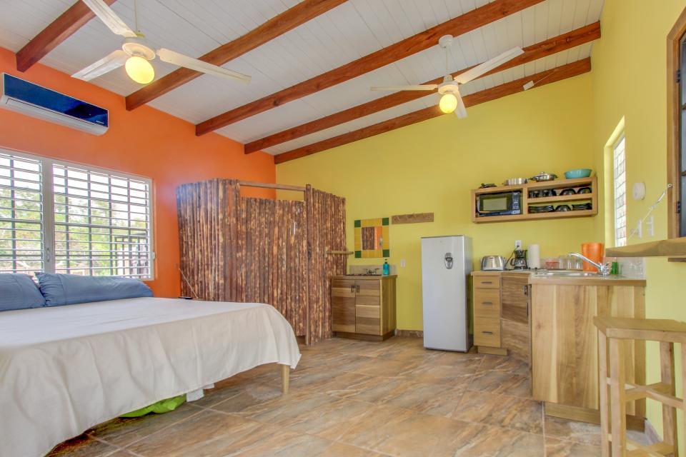 Oceanus Cabanas - Dangriga Vacation Rental - Photo 11