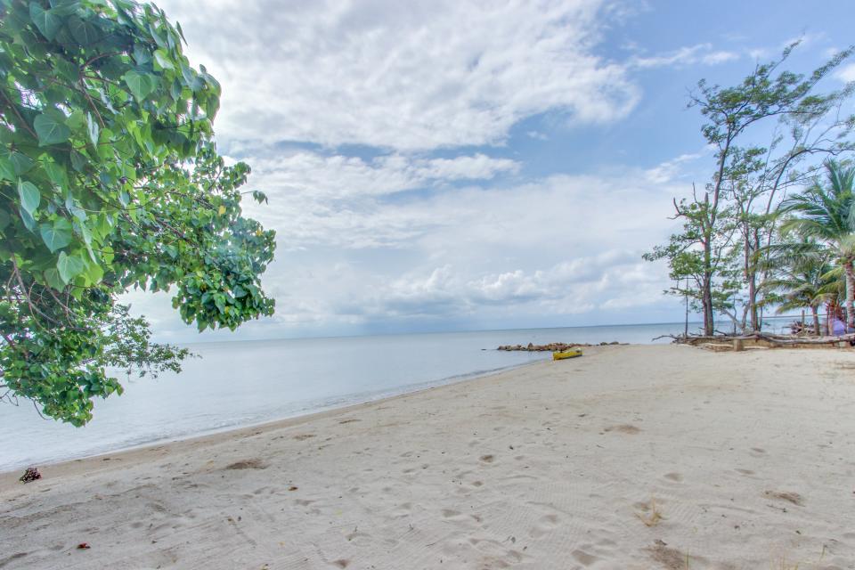 Oceanus Cabanas - Dangriga Vacation Rental - Photo 34